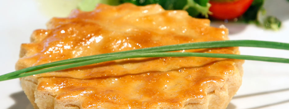 Empadão low carb de frango com massa de grão de bico