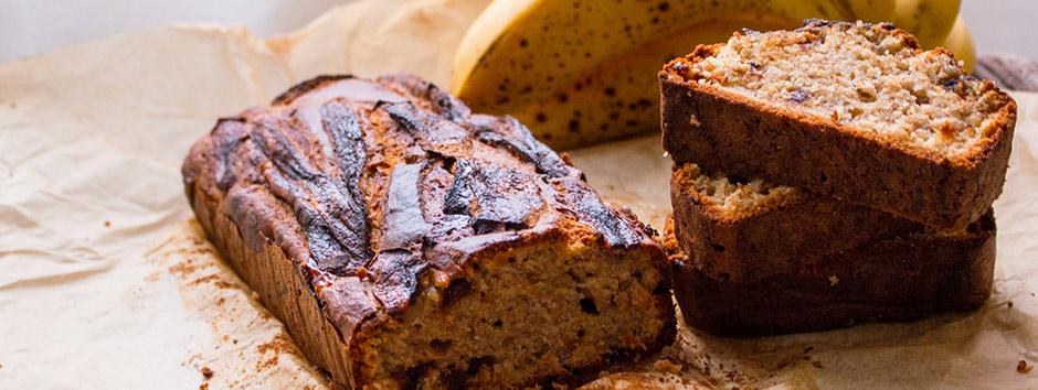Reaproveite o pão: receita de bolo de banana de liquidificador
