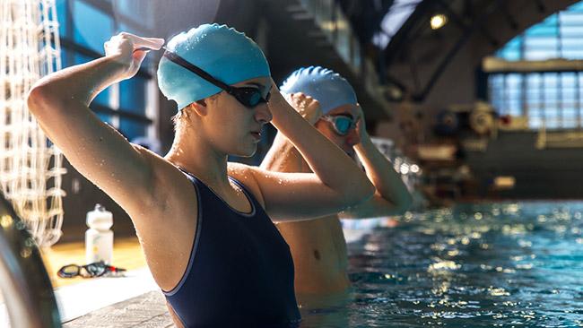 A natação é um esporte completo que traz benefícios para sua saúde