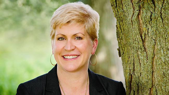 Erin Uritus, CEO da Out & Equal, fala da diversidade de gênero no ambiente de trabalho