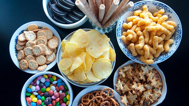 Os alimentos industrializados podem fazer mal à saúde quando consumidos em excesso
