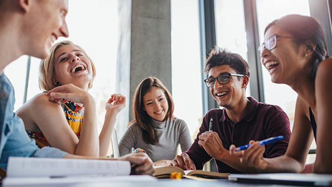 Reforce os elogios para sua equipe e veja o engajamento aumentar