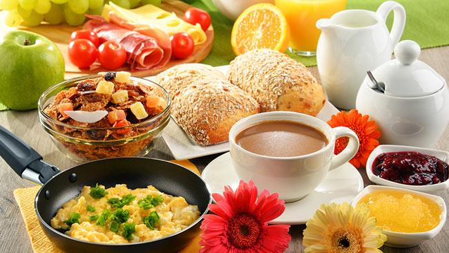 como preparar um café da manhã saudável
