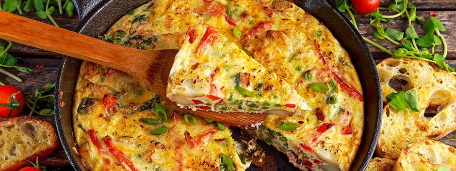 Aproveite as sobras de legumes que estão na geladeira para preparar uma omelete de forno